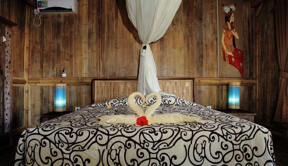 Puri Taman Sari Bali - Bedroom - King bed
