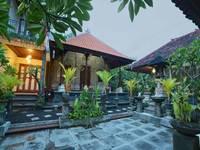 Santhi House Kuta By YOM
