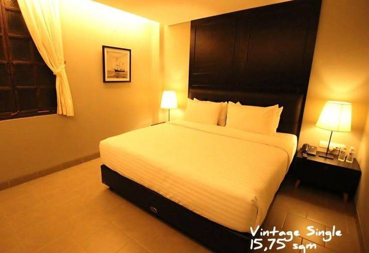 Triple Seven Hotel Bandung - Pop Art King
