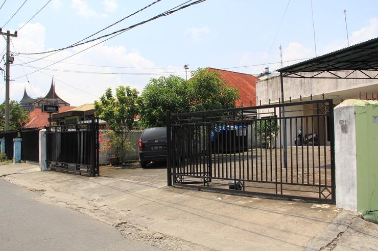 Lestari Guesthouse Padang - Exterior