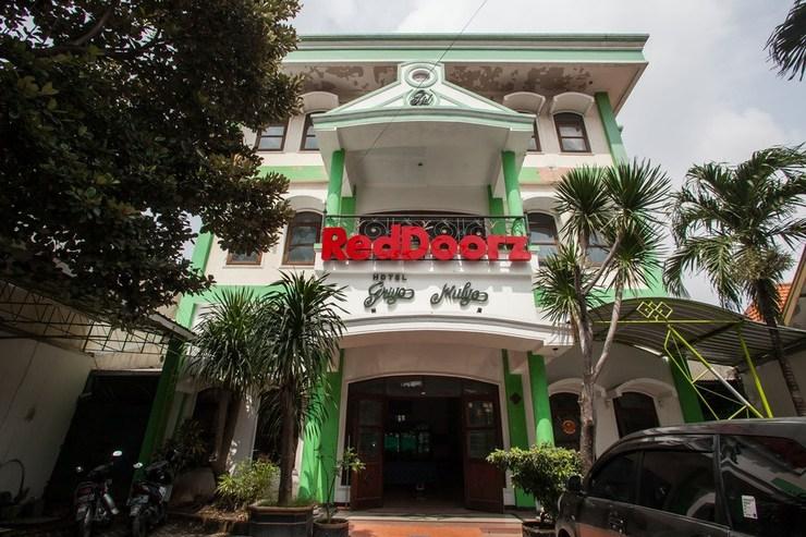 RedDoorz @ Genteng Surabaya 2 Surabaya - Bangunan Properti