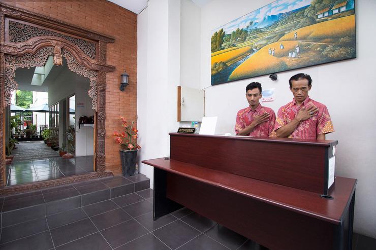 Airy Syariah Sleman Jembatan Merah 104 Yogyakarta - Receptionist
