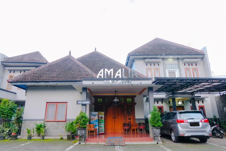 OYO 778 Guest House Amalia Malang Malang - Facade