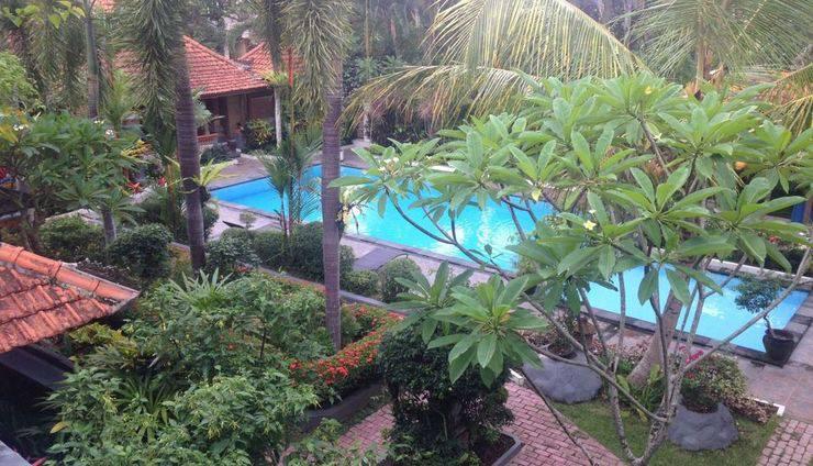 Dewa Bharata Bali - Pemandangan kolam renang