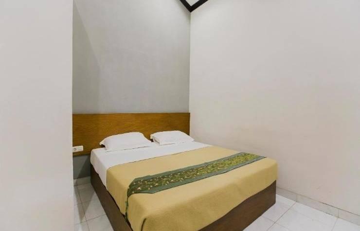 Santo Guest House Surabaya - Kamar Deluxe