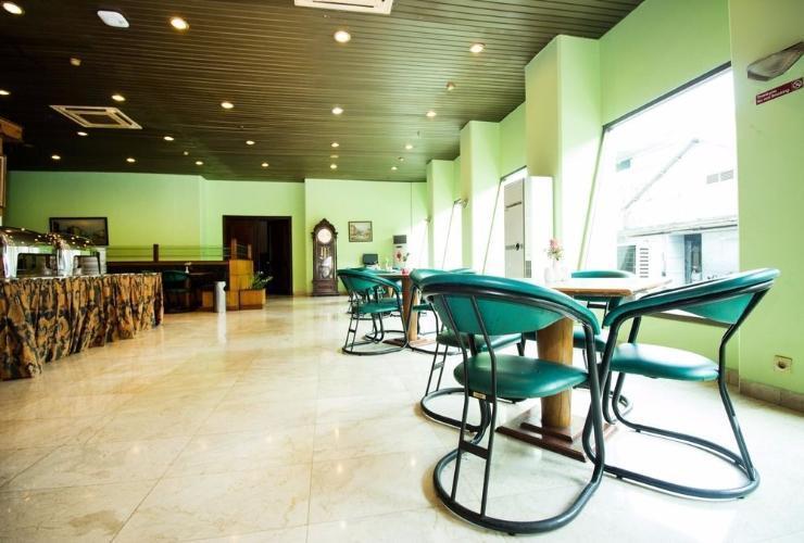 Hotel Alpine Jakarta - Restaurant