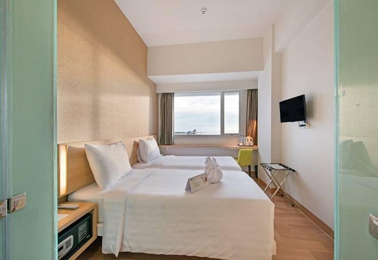 Whiz Prime Hasanuddin Makassar - Superior Twin Room