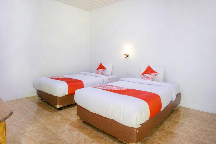 OYO 2186 Tongging Beach Danau Toba - Bedroom