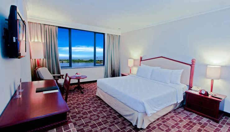 Hotel Aryaduta Makassar - Club Suite Bedroom