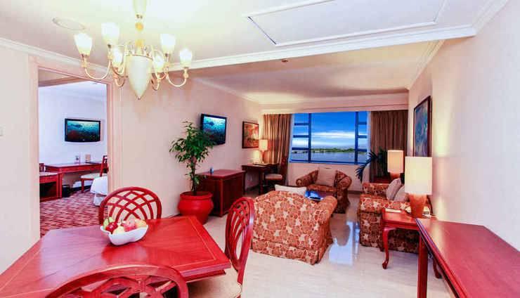 Hotel Aryaduta Makassar - Club Suite Living Room