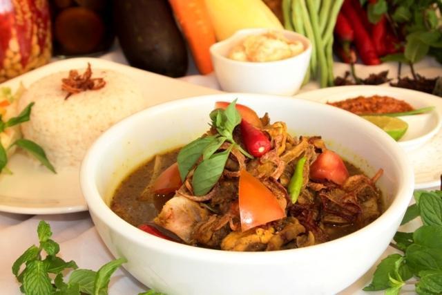 Hotel Aryaduta Makassar - Meals