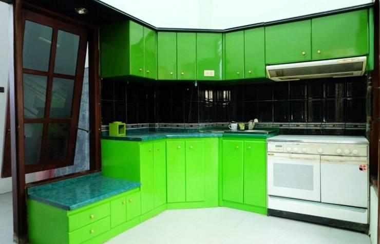 Simply Homy Guest House Bintaran Yogyakarta - Kitchen