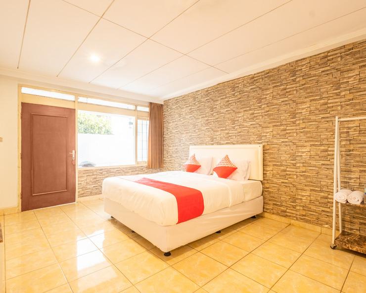 OYO 1139 Rossan Villa 2 Bandung - Bedroom