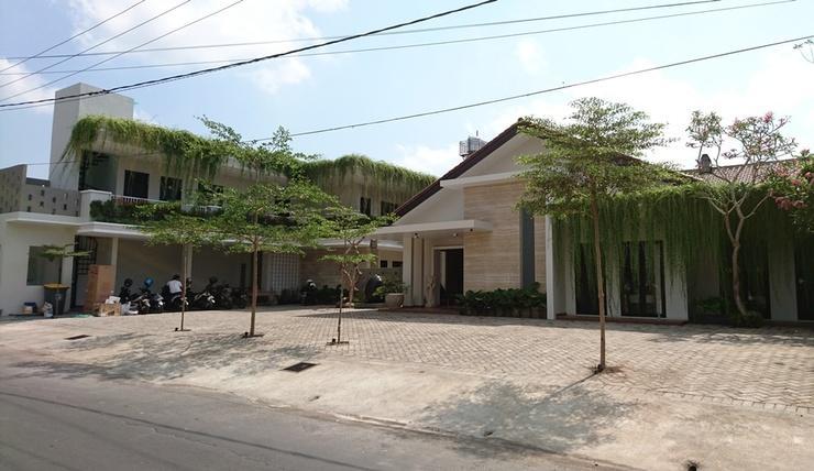 Kertanegara Homestay Jember - Exterior