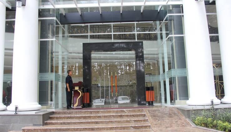 Grand Savero Hotel Bogor - Entrance Gate