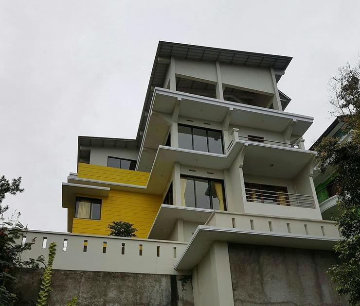 Villa Istana Bunga - Yellow Bandung - Facade