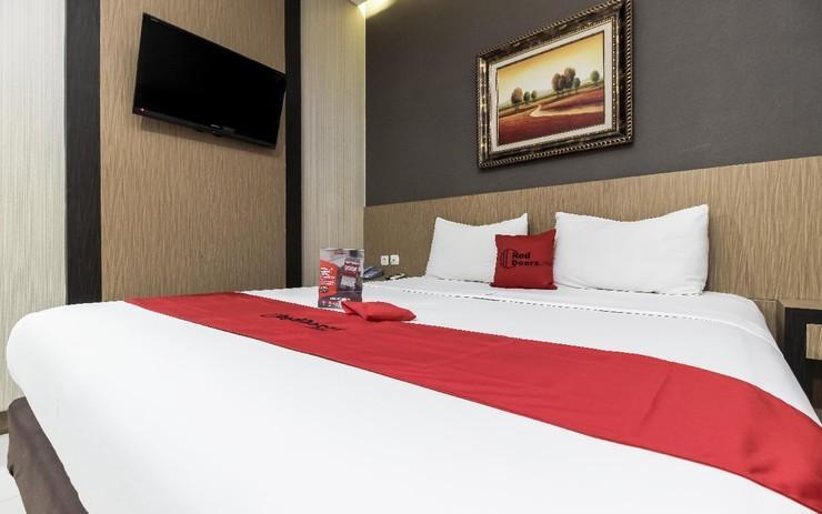 RedDoorz Plus @ Tuparev Cirebon Cirebon - Guestroom
