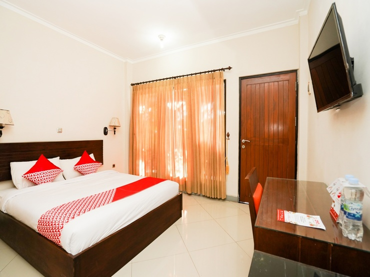 OYO 1430 Hotel Ratna Syariah Probolinggo - Bedroom DD
