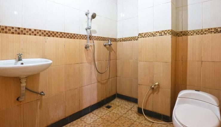 King Stone Hotel South Tangerang - Bathroom