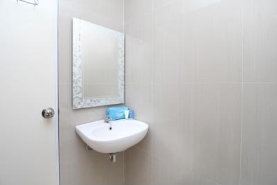 Airy Syariah Medan Sunggal Sei Kapuas 6 - Bathroom