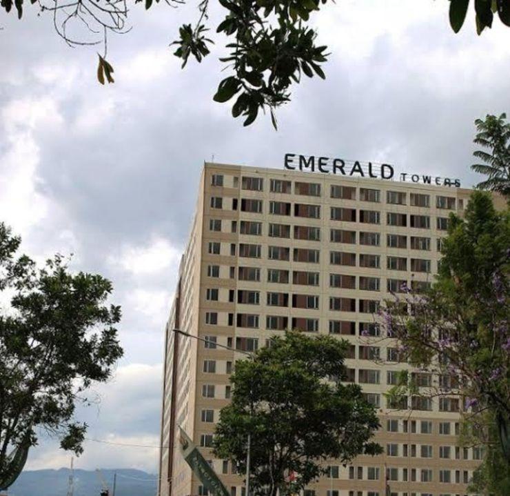 Cari 002 Emerald Tower Apartment Bandung - Facade
