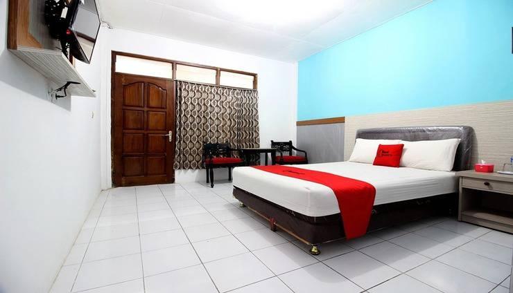 RedDoorz Plus Syariah near Lempuyangan Station 3 Yogyakarta - Room