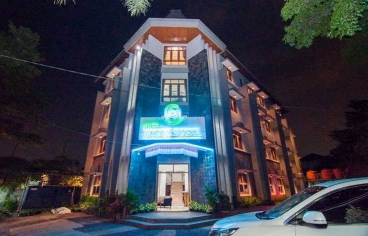 Corsica Hotel Bandung - Exterior