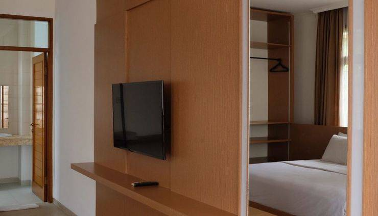 Corsica Hotel Bandung - Bedroom