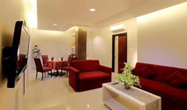Tjokro Hotel Klaten - Living Room Suite