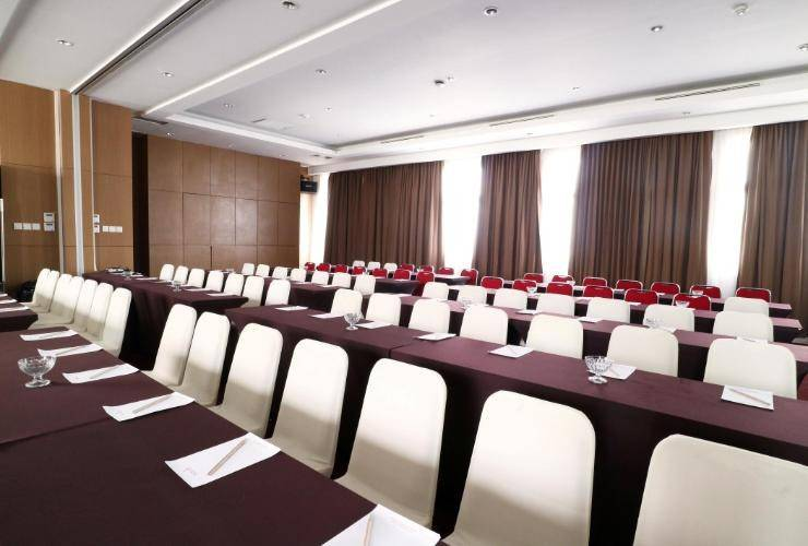 Ramedo Hotel Makassar - Meeting Room