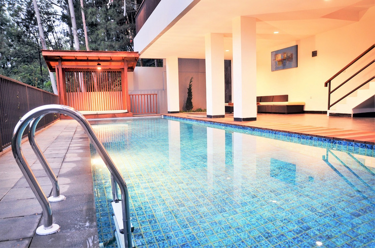 6 BR Hill View Villa with a private pool 1 Bandung - Kolam Renang