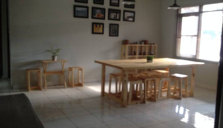 Uncle D Bed & Breakfast Bandung - lobi