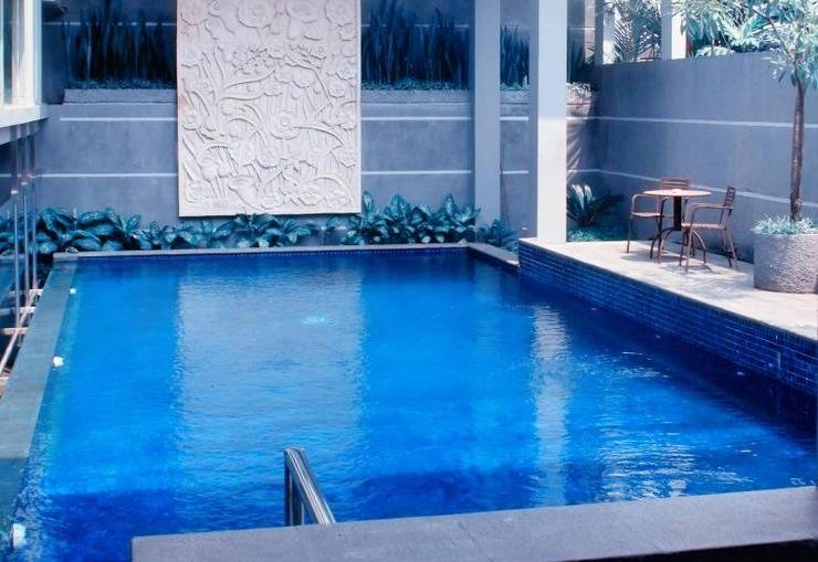 Hotel Nyland Pasteur - Swimming Pool