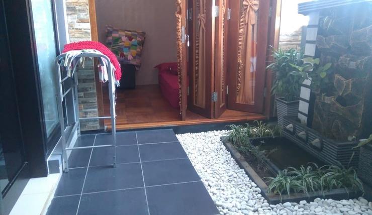 Golden Villa M76 Malang - Terrace