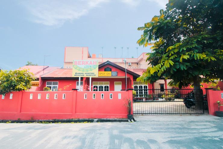 SPOT ON 2370 Berkah Homestay Syariah Pekanbaru - Face