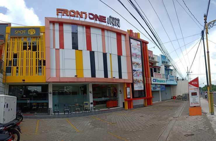 Front One Inn Syariah Jombang - Depan