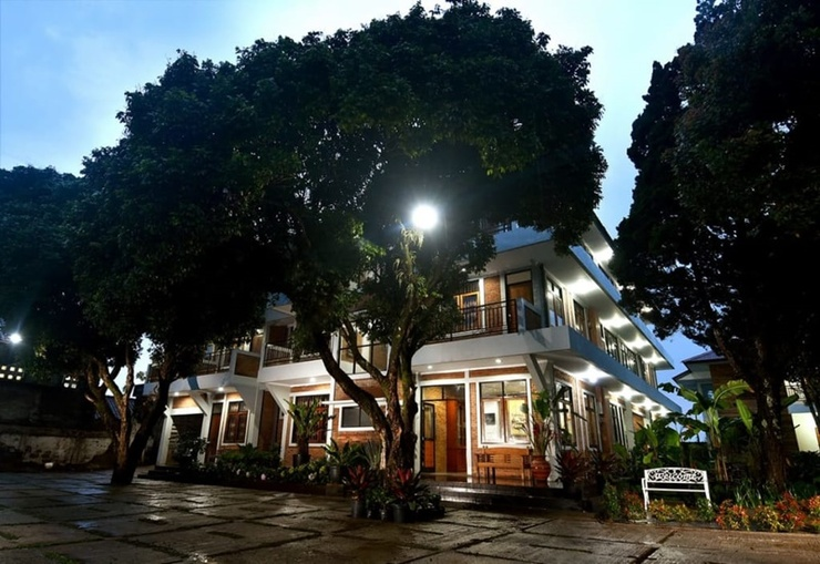Puri Saras Garden Hotel by Papatong Bandung - Exterior