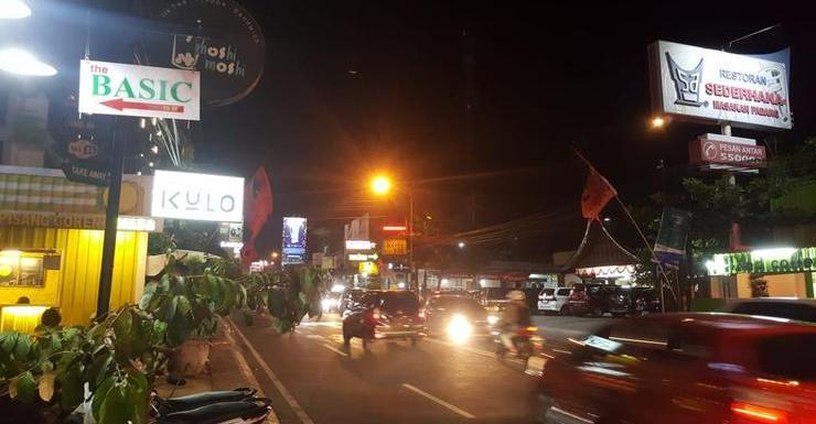 The Basic Yogya Yogyakarta - Facade