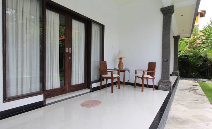 RedDoorz near Canggu Club 2 Bali - Teras