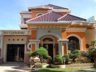 New Castle Hotel Padang - Tampak Luar