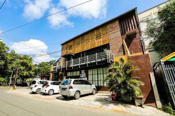 De' Container Guest House Banjarmasin - Exterior