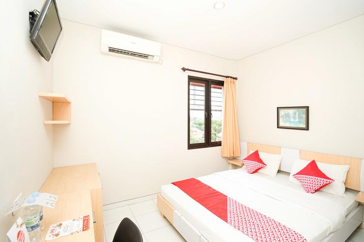 OYO 748 R-15 Surabaya - Bedroom