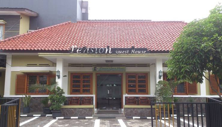 Pension Guest House Bandung - Front View
