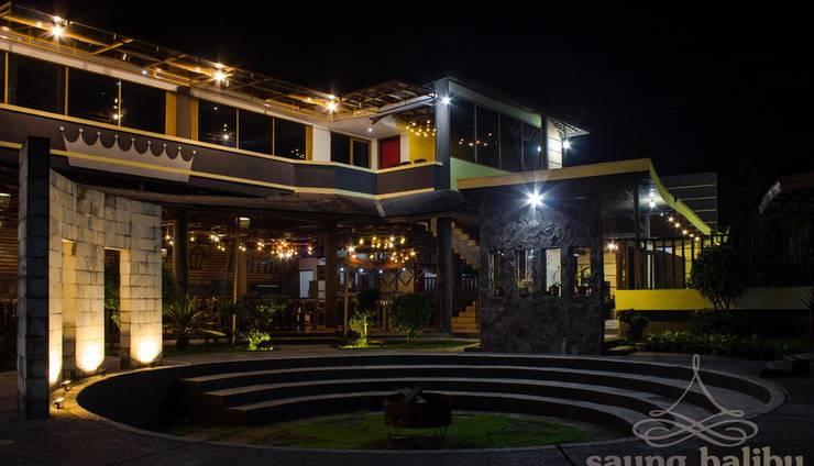 Saung Balibu Hotel & Resto Bandung - Pemandangan Malam Hari di dalam Saung Balibu. Anda dapat melakukan BBQ dan Api Unggun disini.