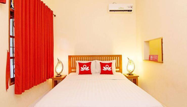 ZenRooms Matahari Lovina Bali - Tampak tempat tidur double