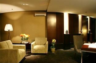 President Executive Club Cikarang - Ruang tamu