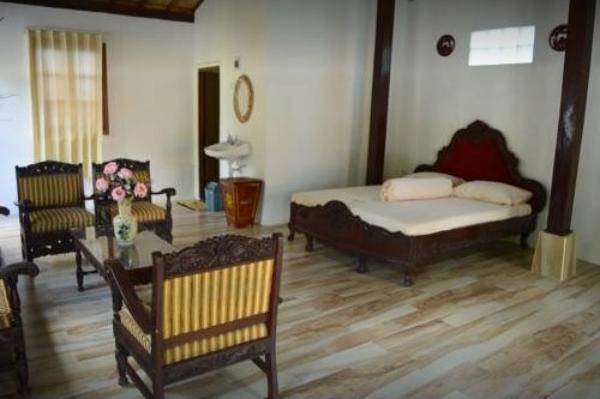 Larosa Homestay Banyuwangi - Guest room