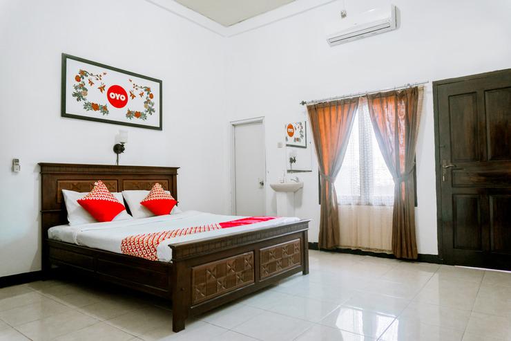 OYO 1069 Hotel New Rajawali Pacitan - Room