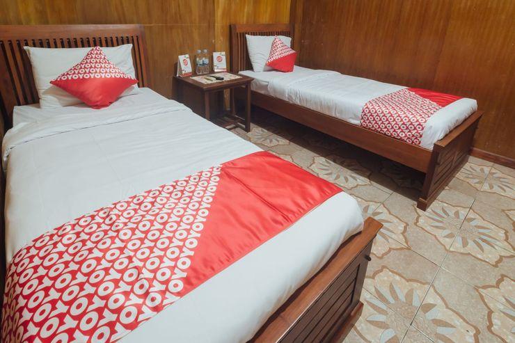OYO 1300 Crecia Guest House Ambon - Bedroom