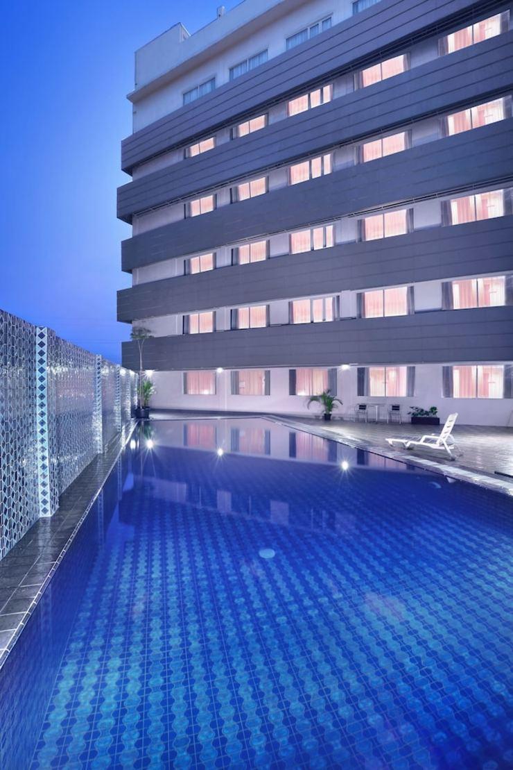 fave hotel Cikarang - Outdoor Pool